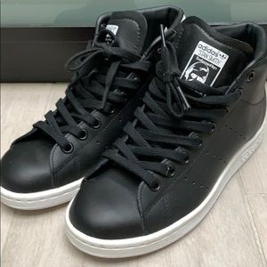 Adidas Stan Smith Mid in black